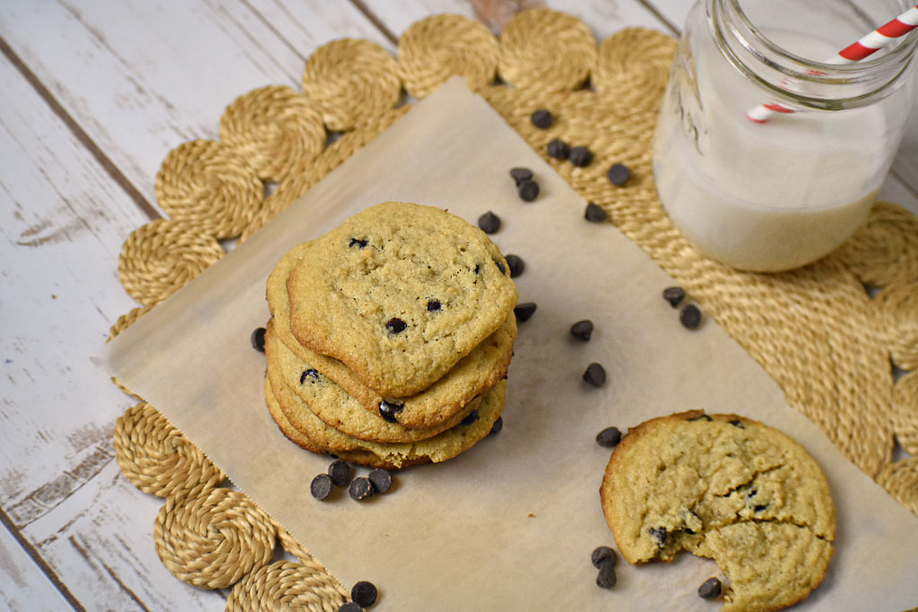 Low carb chewy chocolate chip cookies dairy free